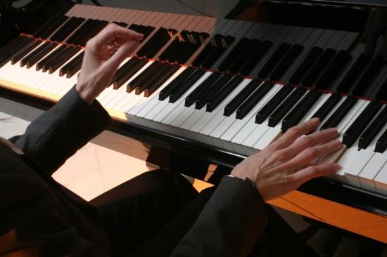 DOS MANOS PIANO